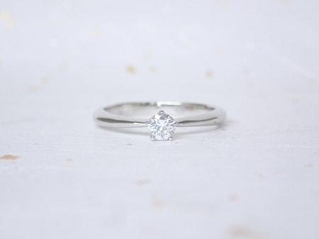 18080801プラチナの婚約指輪_Q001.JPG