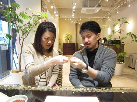 16103001グリ彫り結婚指輪_B002.JPG