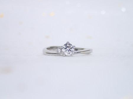 17032901PTの婚約指輪_Q004.JPG