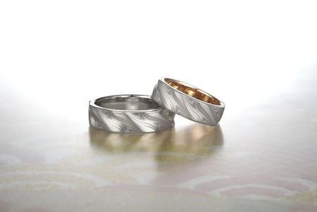 110908グリ彫りのリング.jpg