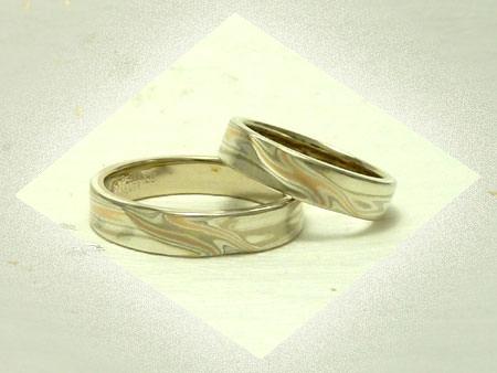 121130K03木目金とグリ彫りの結婚指輪.jpg