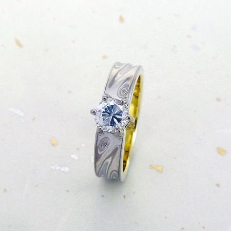 111021グリ彫りの婚約指輪001.jpg