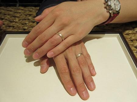 17041501杢目金の結婚指輪_U004お手元.JPG